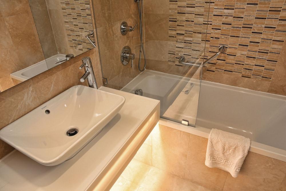 레브니 호텔 & 스파(Levni Hotel & Spa) Hotel Image 28 - Bathroom