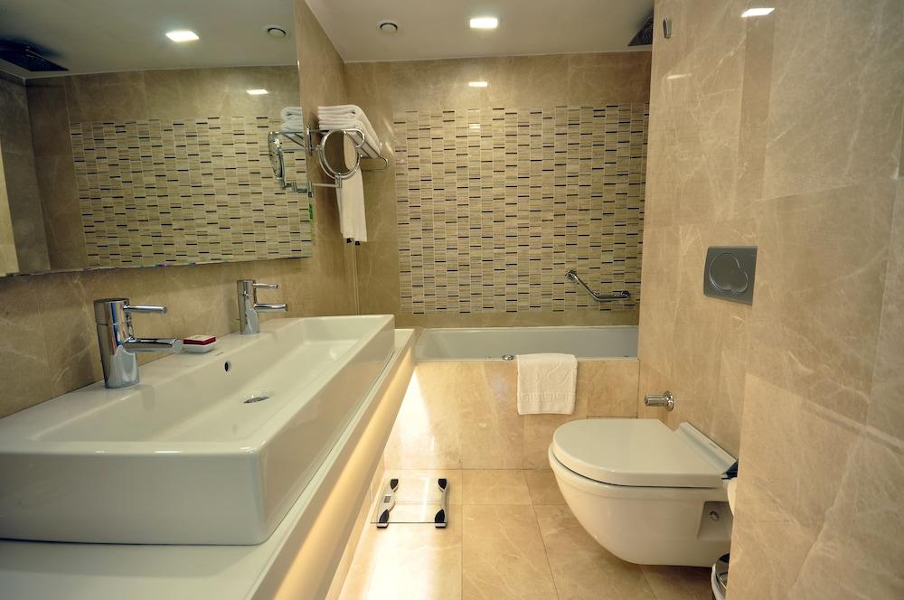 레브니 호텔 & 스파(Levni Hotel & Spa) Hotel Image 40 - Bathroom