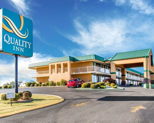 . Quality Inn Dyersburg I-155