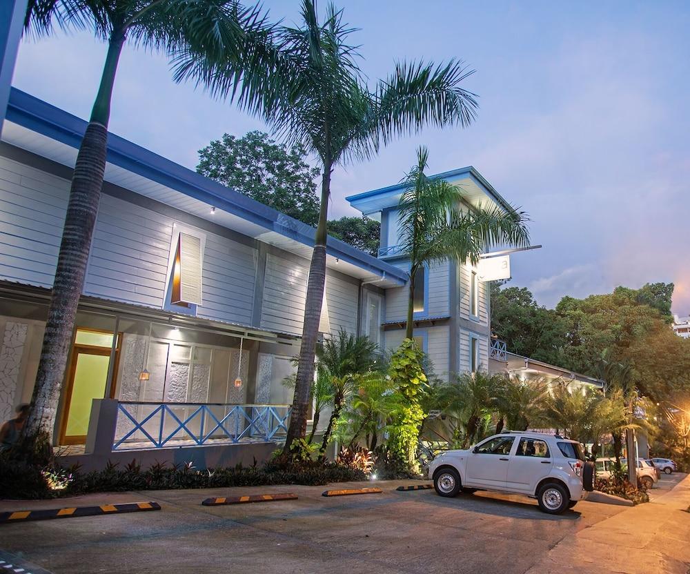 https://i.travelapi.com/hotels/5000000/4170000/4169600/4169520/167555a9_z.jpg