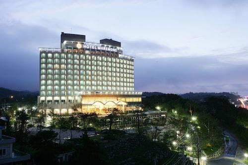 . Hotel Maremons