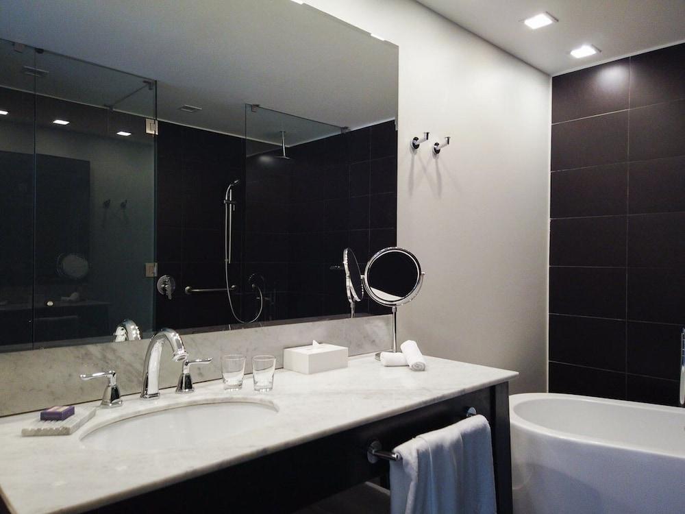 https://i.travelapi.com/hotels/5000000/4190000/4182700/4182655/000be5ae_z.jpg