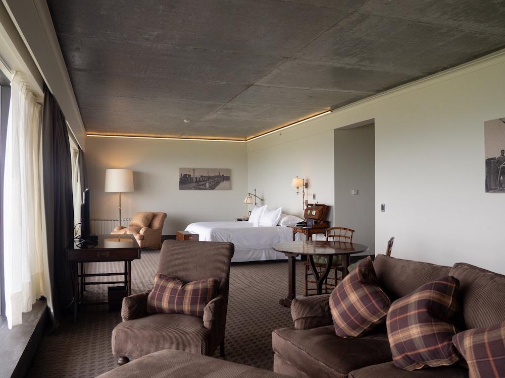 https://i.travelapi.com/hotels/5000000/4190000/4182700/4182655/f17a3490_z.jpg