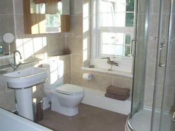 월리스 레인 팜 - 팜 하우스(Wallace Lane Farm - Farm Home) Hotel Image 5 - Bathroom
