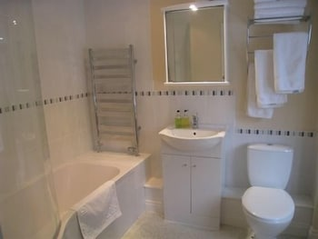 실버우드 로지 게스트 하우스(Silverwood Lodge Guest House) Hotel Image 6 - Bathroom
