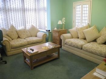 실버우드 로지 게스트 하우스(Silverwood Lodge Guest House) Hotel Image 5 - Living Area