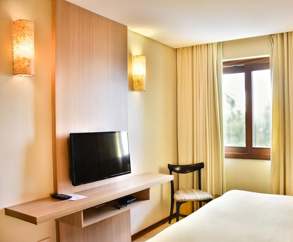 https://i.travelapi.com/hotels/5000000/4200000/4190200/4190128/640a8a63_z.jpg
