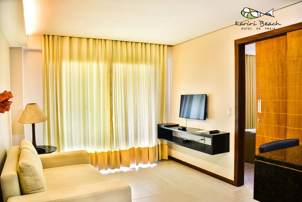 https://i.travelapi.com/hotels/5000000/4200000/4190200/4190128/8aa6a737_z.jpg