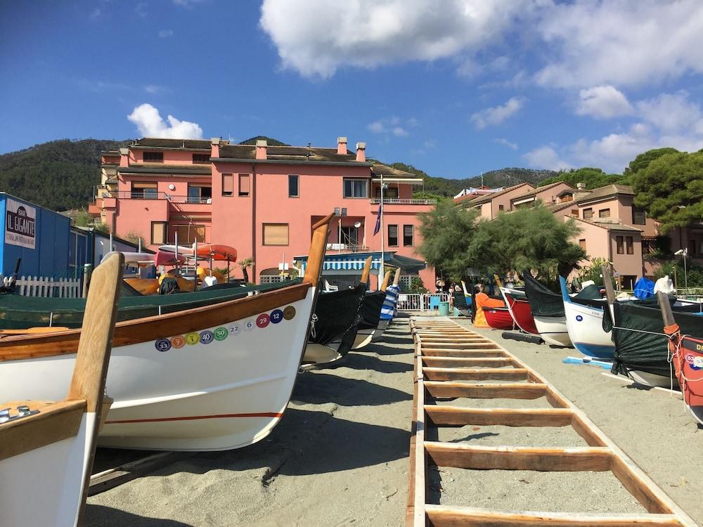 아피타가메레 로 스코글리오(Affittacamere Lo Scoglio) Hotel Image 35 - Beach