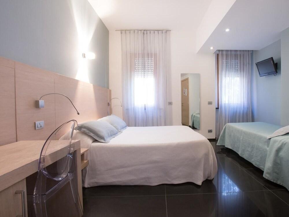 아피타가메레 로 스코글리오(Affittacamere Lo Scoglio) Hotel Image 4 - Guestroom