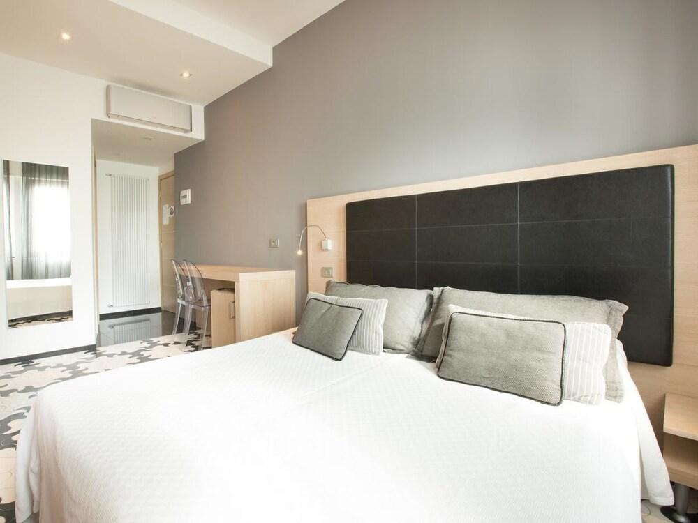 아피타가메레 로 스코글리오(Affittacamere Lo Scoglio) Hotel Image 7 - Guestroom