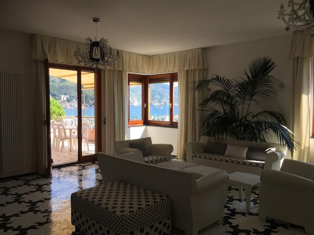 아피타가메레 로 스코글리오(Affittacamere Lo Scoglio) Hotel Image 30 - Hotel Interior
