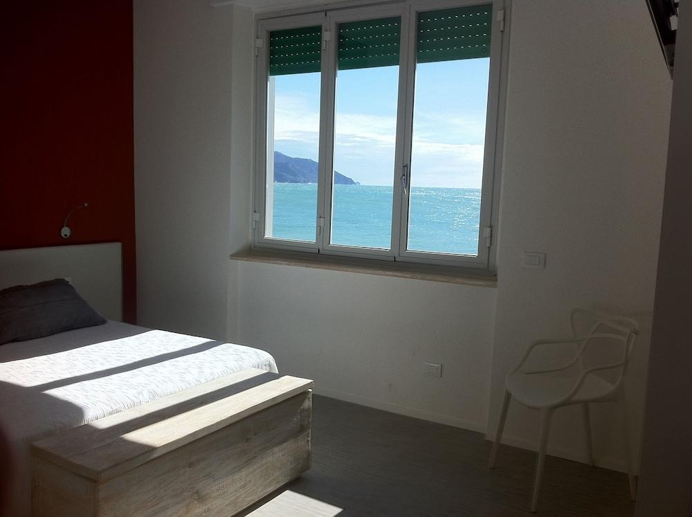 아피타가메레 로 스코글리오(Affittacamere Lo Scoglio) Hotel Image 19 - Guestroom