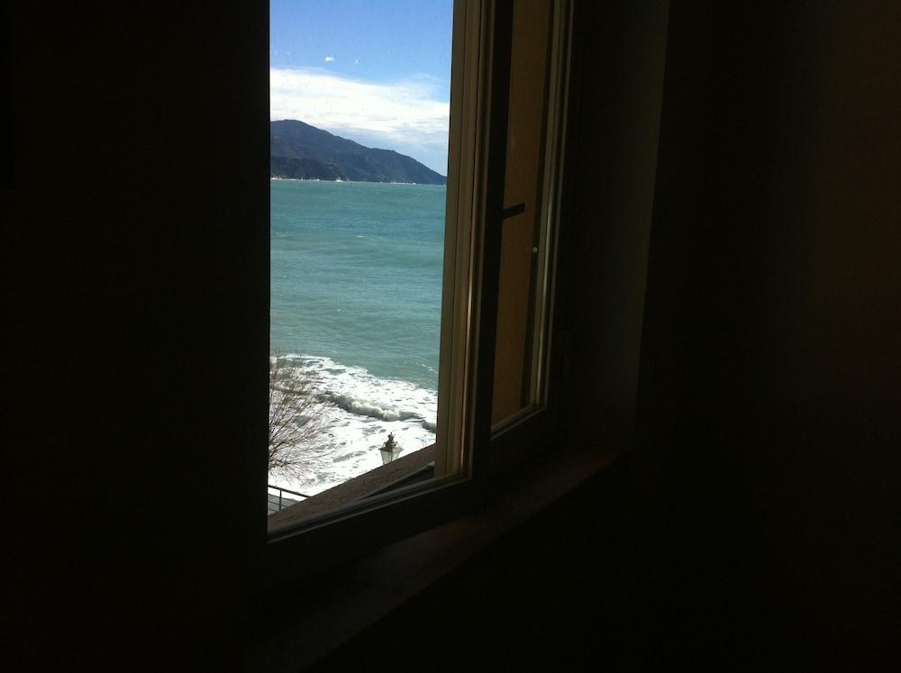 아피타가메레 로 스코글리오(Affittacamere Lo Scoglio) Hotel Image 17 - Guestroom View