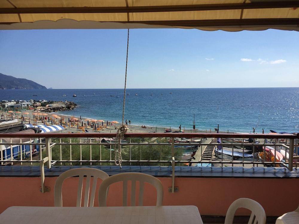 아피타가메레 로 스코글리오(Affittacamere Lo Scoglio) Hotel Image 37 - View from Hotel