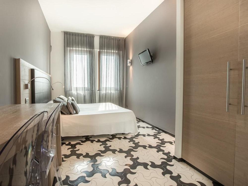 아피타가메레 로 스코글리오(Affittacamere Lo Scoglio) Hotel Image 11 - Guestroom