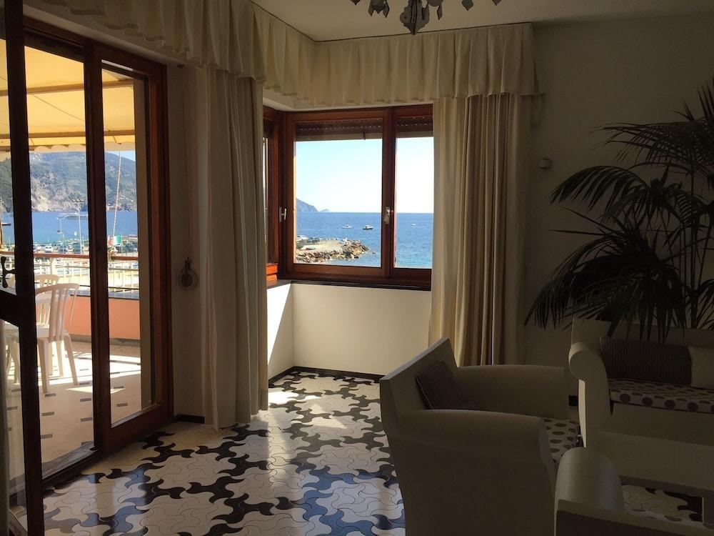 아피타가메레 로 스코글리오(Affittacamere Lo Scoglio) Hotel Image 31 - Hotel Interior