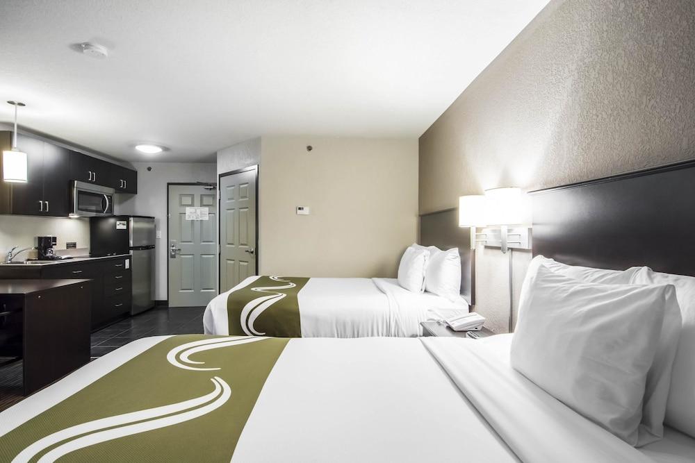 서버번 익스텐디드 스테이 호텔(Quality Inn & Suites Thompson) Hotel Image 6 - Guestroom