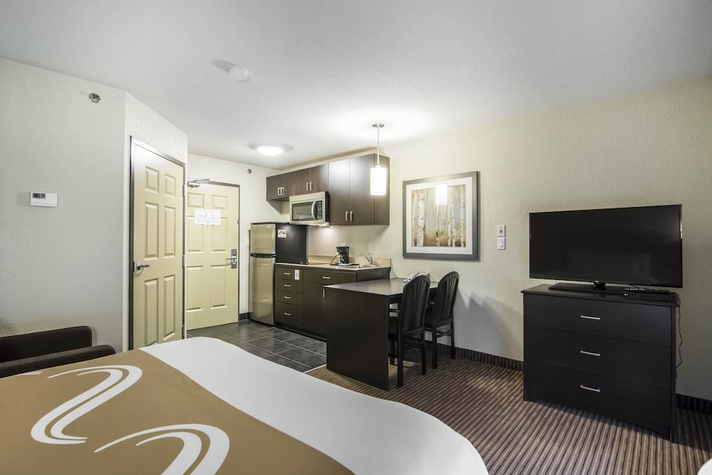 서버번 익스텐디드 스테이 호텔(Quality Inn & Suites Thompson) Hotel Image 10 - Guestroom