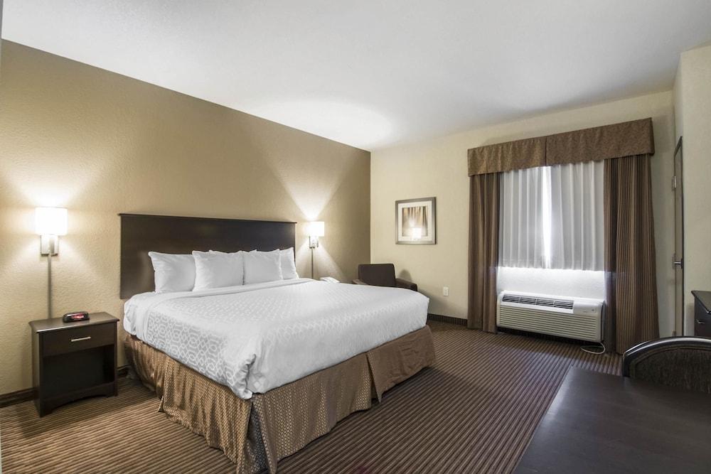 서버번 익스텐디드 스테이 호텔(Quality Inn & Suites Thompson) Hotel Image 11 - Guestroom