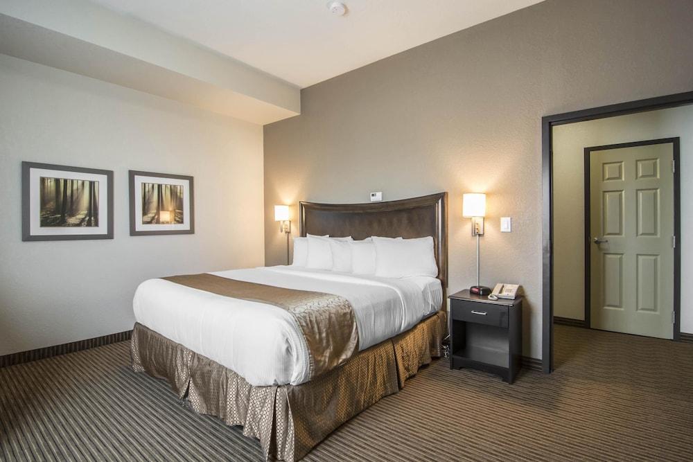 서버번 익스텐디드 스테이 호텔(Quality Inn & Suites Thompson) Hotel Image 17 - Guestroom