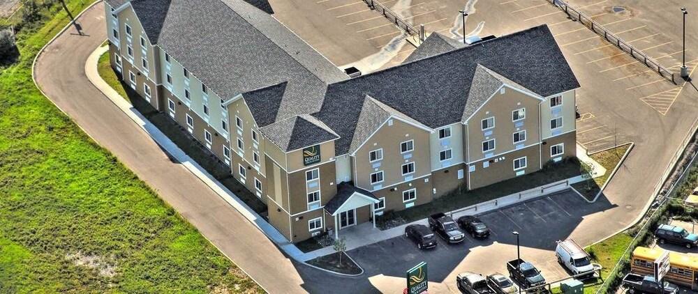 서버번 익스텐디드 스테이 호텔(Quality Inn & Suites Thompson) Hotel Image 1 - Aerial View