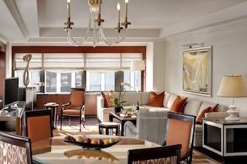 Luxury Suite, 1 King Bed, Corner (Corner)