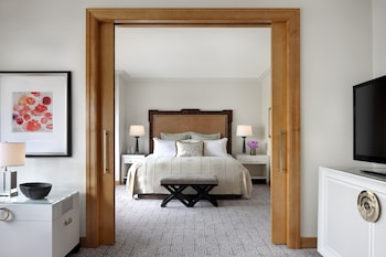 Executive Suite, 1 King Bed with Sofa bed, Tower