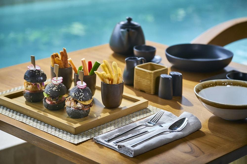 코트야드 바이 메리어트 발리 누사 두아 리조트(Courtyard by Marriott Bali Nusa Dua Resort) Hotel Image 54 - Food and Drink