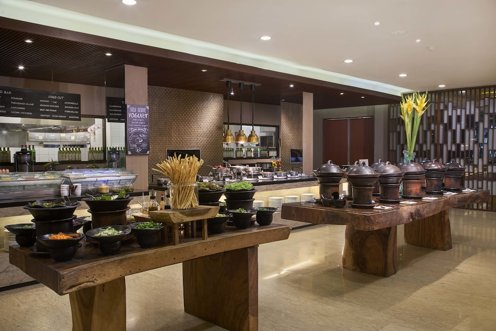 코트야드 바이 메리어트 발리 누사 두아 리조트(Courtyard by Marriott Bali Nusa Dua Resort) Hotel Image 56 - Breakfast buffet