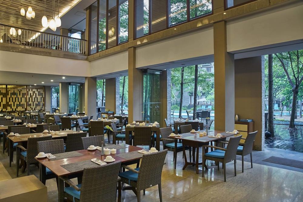 코트야드 바이 메리어트 발리 누사 두아 리조트(Courtyard by Marriott Bali Nusa Dua Resort) Hotel Image 47 - Restaurant