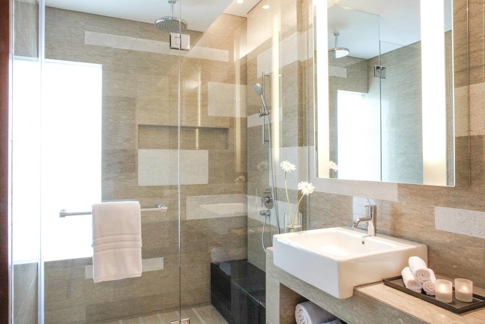 코트야드 바이 메리어트 발리 누사 두아 리조트(Courtyard by Marriott Bali Nusa Dua Resort) Hotel Image 18 - Bathroom