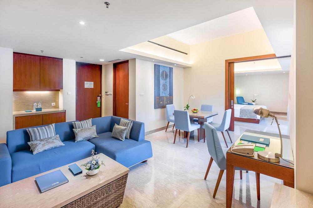 코트야드 바이 메리어트 발리 누사 두아 리조트(Courtyard by Marriott Bali Nusa Dua Resort) Hotel Image 12 - Living Room