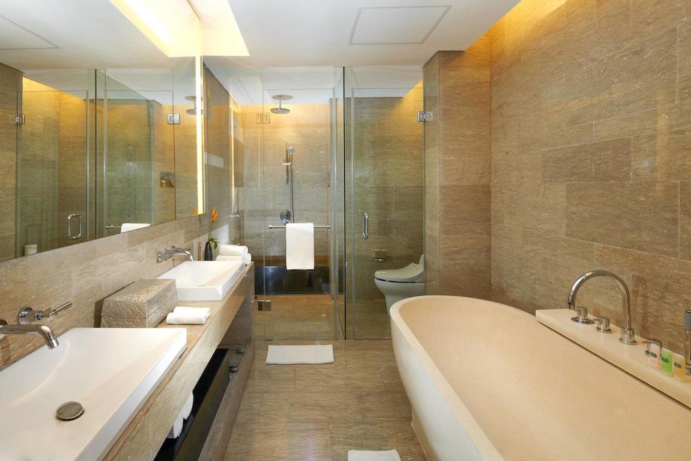코트야드 바이 메리어트 발리 누사 두아 리조트(Courtyard by Marriott Bali Nusa Dua Resort) Hotel Image 17 - Bathroom