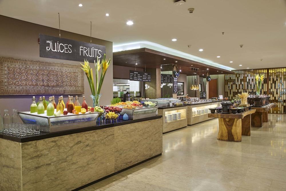 코트야드 바이 메리어트 발리 누사 두아 리조트(Courtyard by Marriott Bali Nusa Dua Resort) Hotel Image 57 - Breakfast buffet