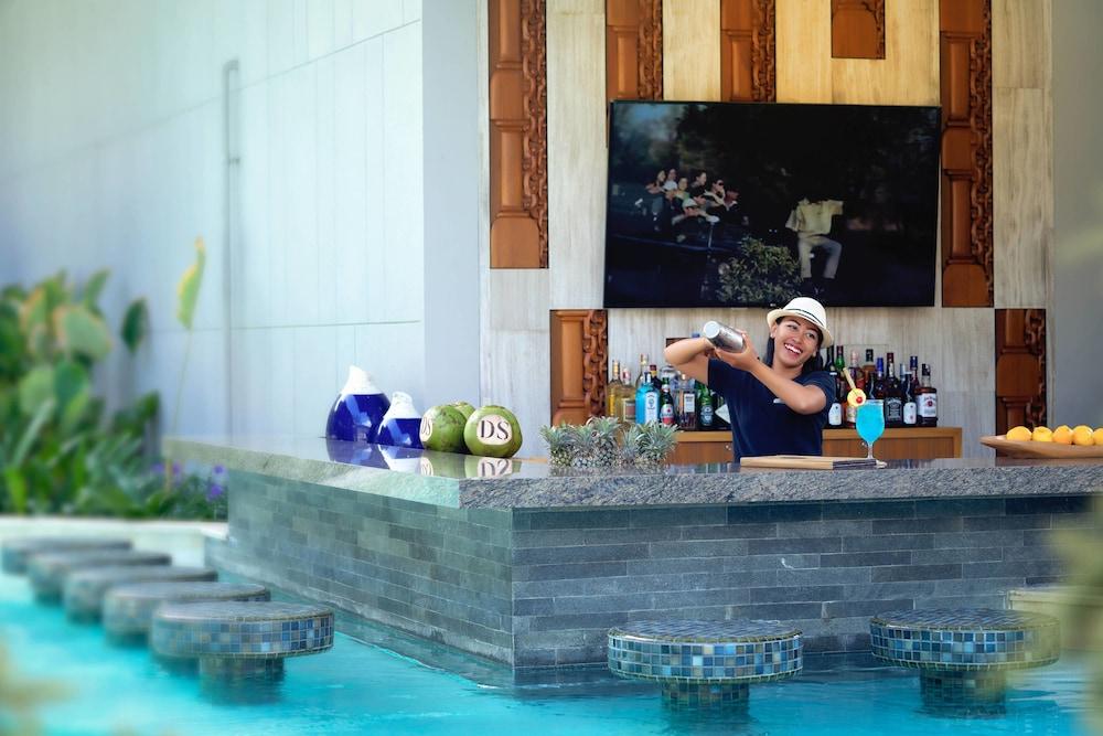 코트야드 바이 메리어트 발리 누사 두아 리조트(Courtyard by Marriott Bali Nusa Dua Resort) Hotel Image 22 - Swim-up Bar
