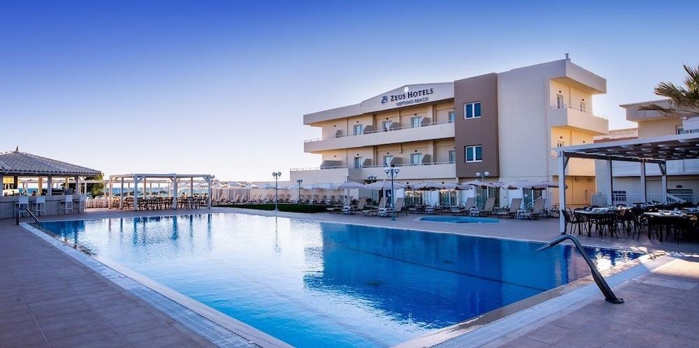 스마트라인 넵투노 비치(smartline Neptuno Beach) Hotel Image 59 - Hotel Front - Evening/Night