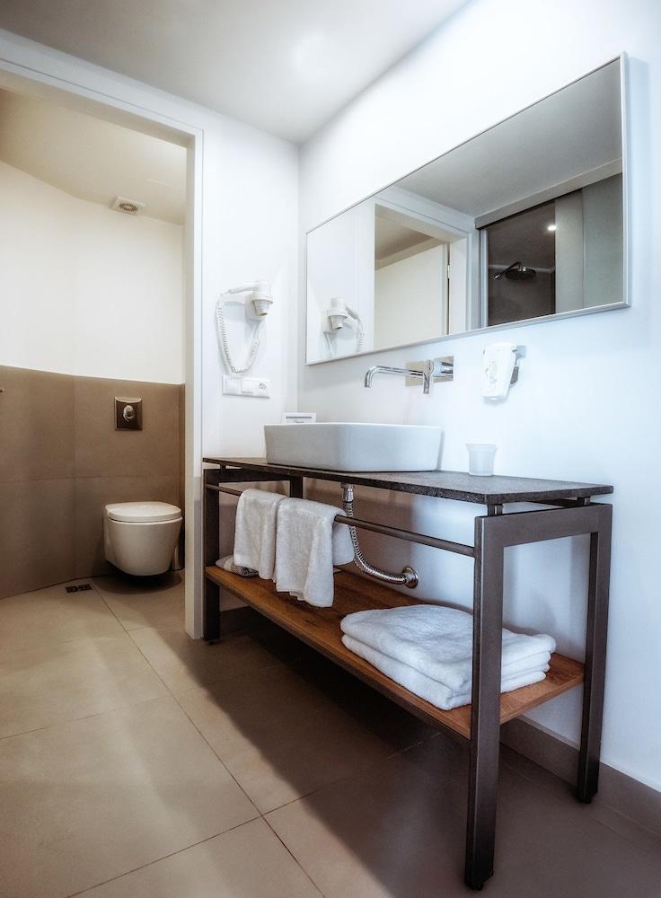 스마트라인 넵투노 비치(smartline Neptuno Beach) Hotel Image 28 - Bathroom