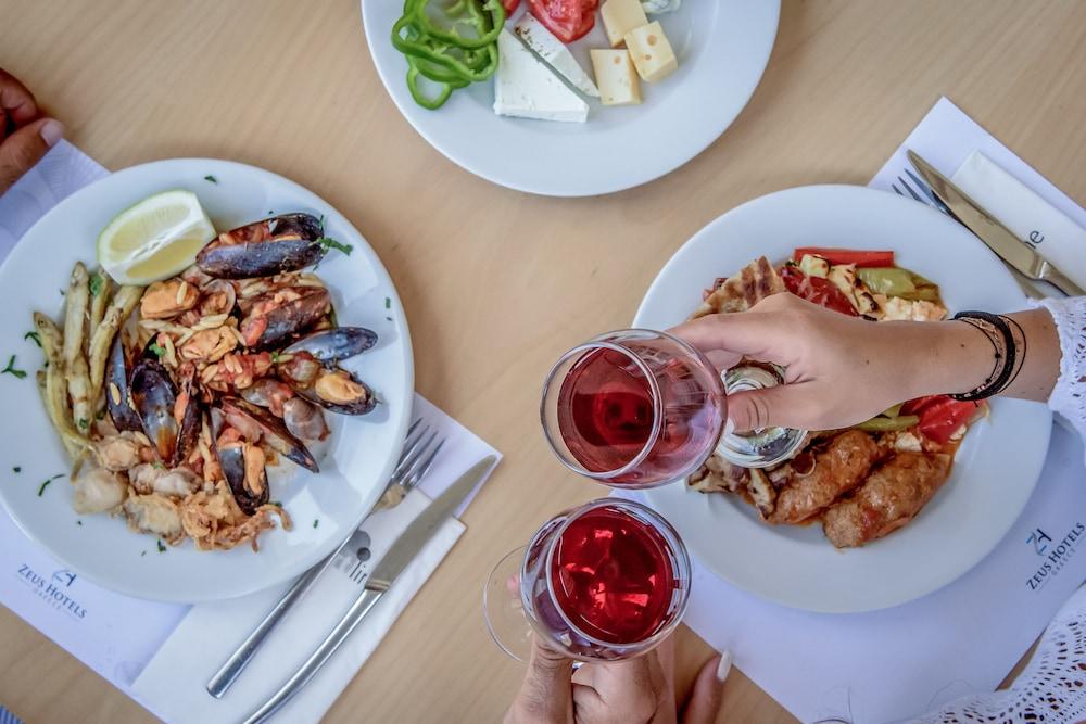 스마트라인 넵투노 비치(smartline Neptuno Beach) Hotel Image 42 - Dining