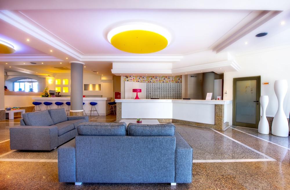 스마트라인 넵투노 비치(smartline Neptuno Beach) Hotel Image 1 - Lobby Sitting Area