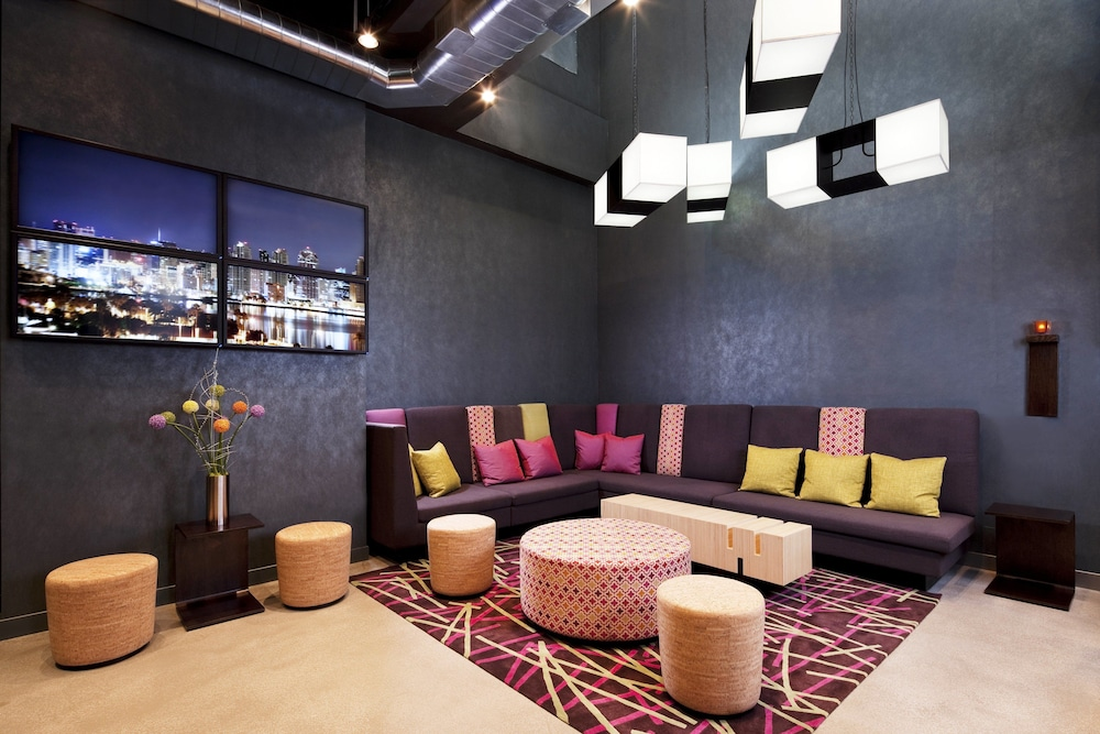 알로프트 뉴욕 브루클린(Aloft New York Brooklyn) Hotel Thumbnail Image 17 - Hotel Bar