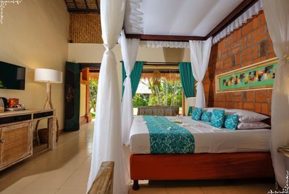 https://i.travelapi.com/hotels/5000000/4210000/4200700/4200679/06b897fd_z.jpg