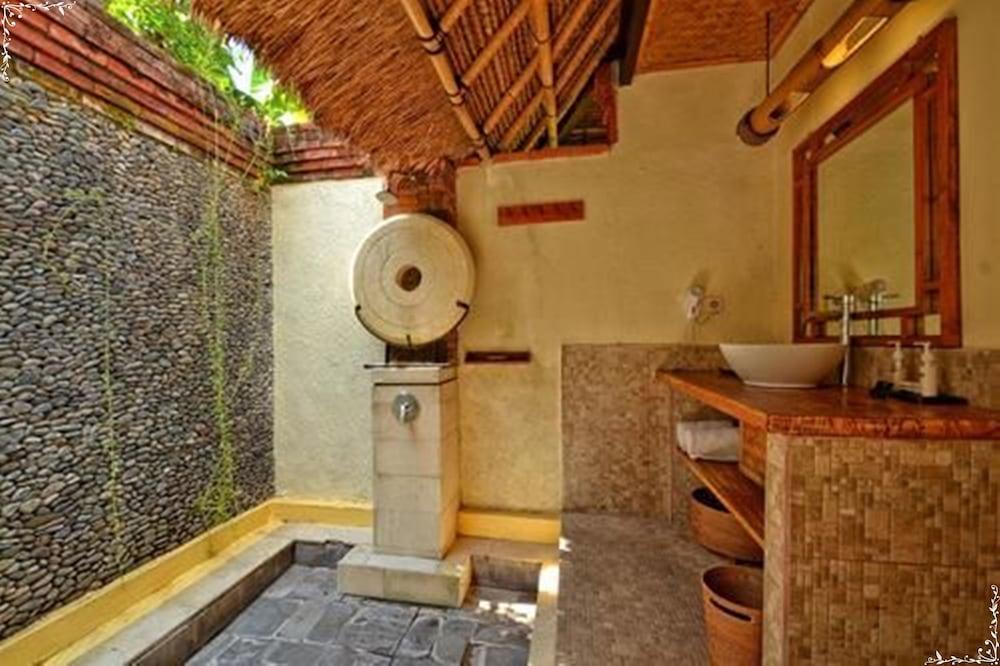 https://i.travelapi.com/hotels/5000000/4210000/4200700/4200679/ca1e2911_z.jpg
