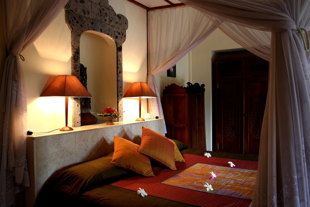 https://i.travelapi.com/hotels/5000000/4210000/4200700/4200679/edcf5473_z.jpg