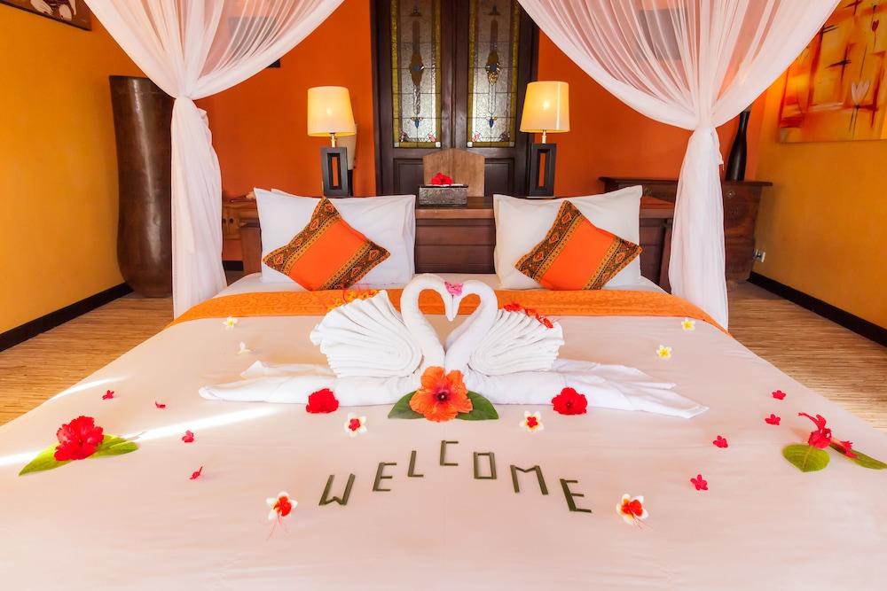 https://i.travelapi.com/hotels/5000000/4210000/4201600/4201538/abcba8c8_z.jpg