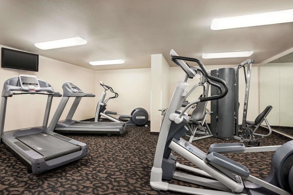 트래블로지 바이 윈덤 맥앨러스터(Travelodge by Wyndham McAlester) Hotel Image 12 - Fitness Facility