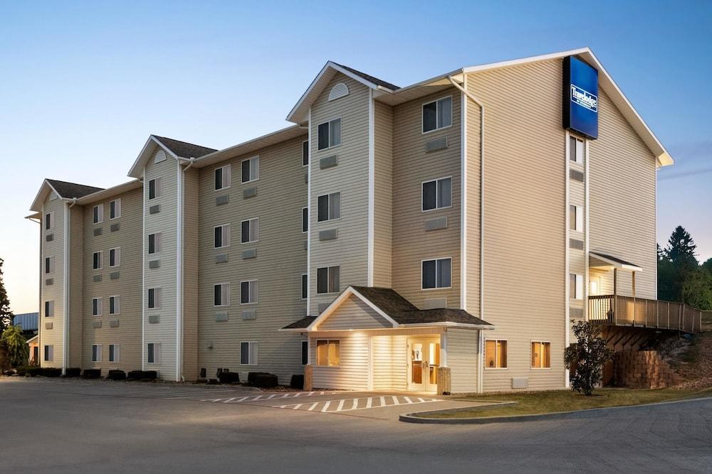 트래블로지 바이 윈덤 맥앨러스터(Travelodge by Wyndham McAlester) Hotel Image 8 - Exterior