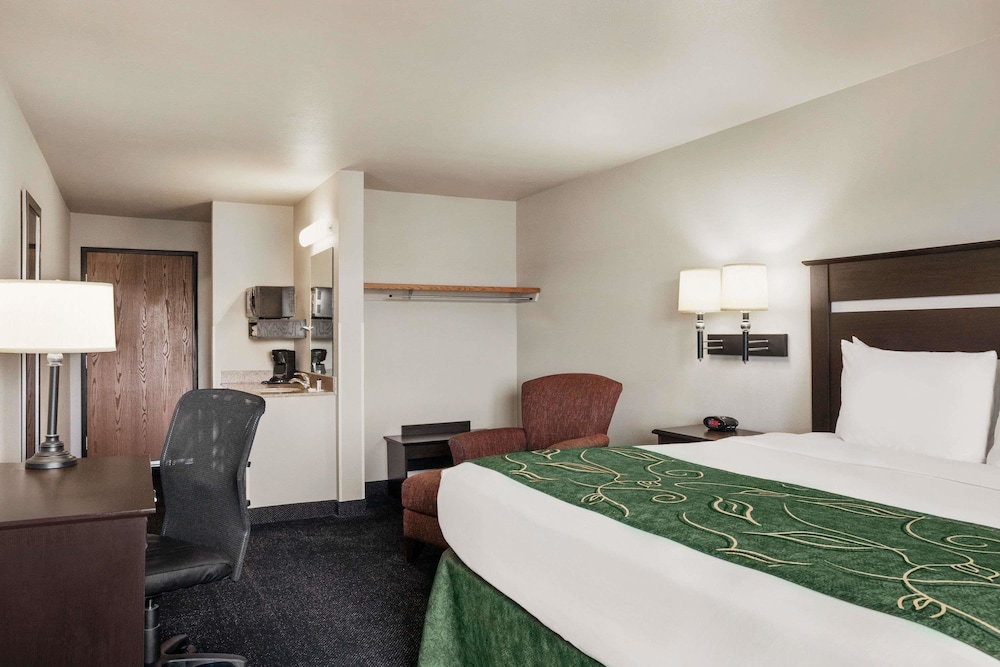 트래블로지 바이 윈덤 맥앨러스터(Travelodge by Wyndham McAlester) Hotel Image 6 - Guestroom