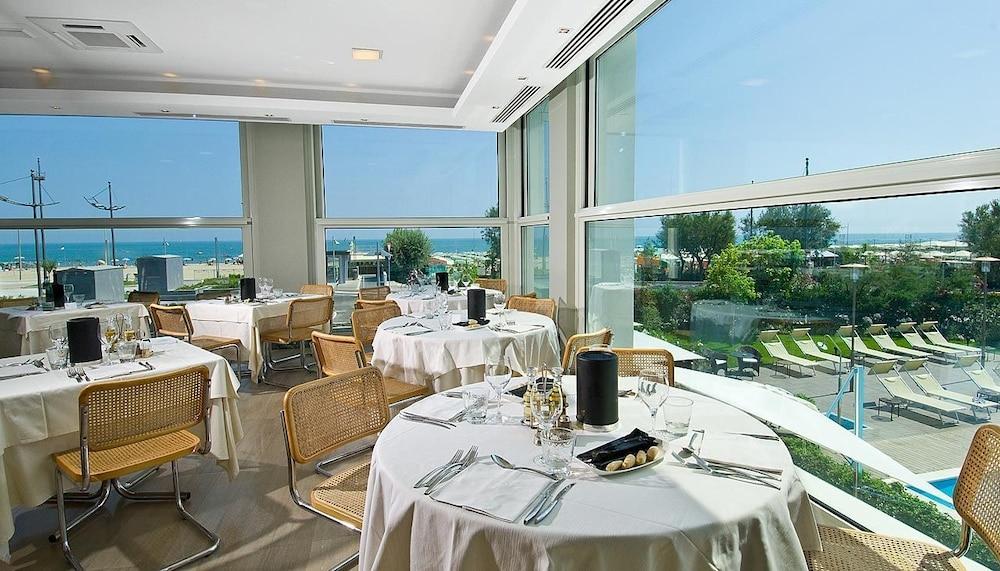 호텔 사르티(Hotel Sarti) Hotel Image 27 - Restaurant
