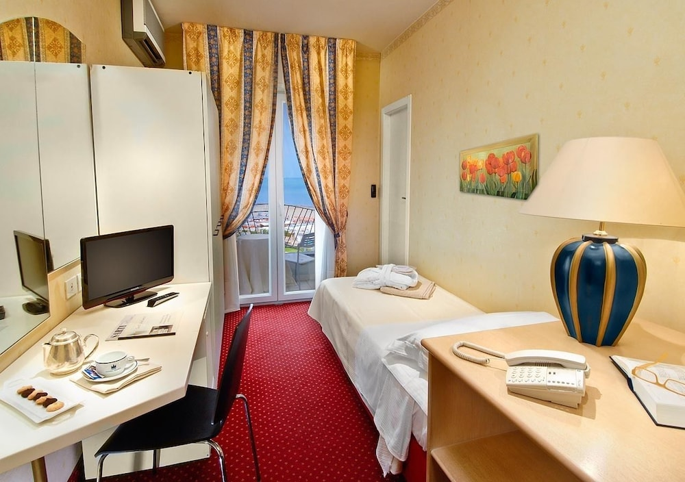 호텔 사르티(Hotel Sarti) Hotel Image 5 - Guestroom